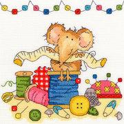 """Набор для вышивания крестом Bothy Threads """"Sewing Mouse"""" (Мышка шьёт)"""